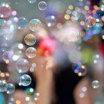Masina de baloane: aparat micut ce face baloane multicolore de sapun